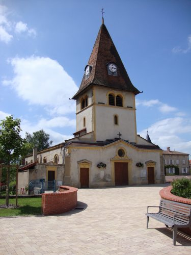 Pouilly-sous-Charlieu_(Loire,_Fr)_église